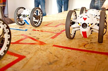 Drohnen beim Start des Teambuilding Events Teamracer Drohnenrennen